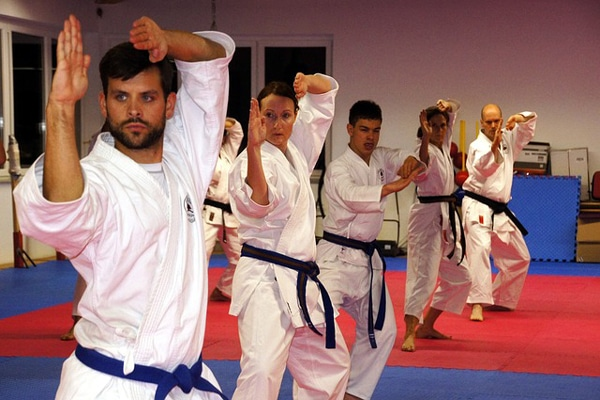 the benefits of practicing taekwondo to the practitioner Equipment needed to practice taekwondo to practice this sport, a dobok is necessary this is the practice suit that consists of pants and a jacket – the equivalent of the kimono in other martial artsit's also essential to wear a ti, the belt that indicates the practitioner's degree or level.